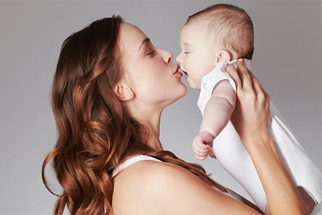 los primeros cariños de tu bebé